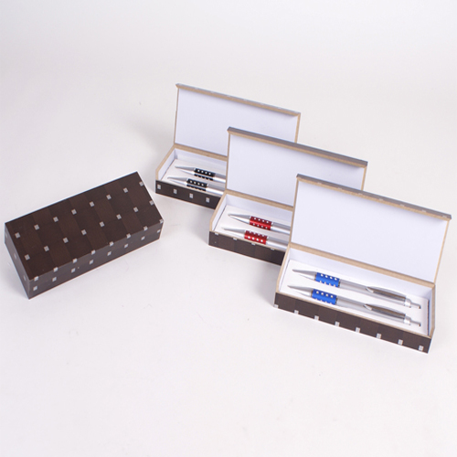 Pair of pens in a wooden presentation box